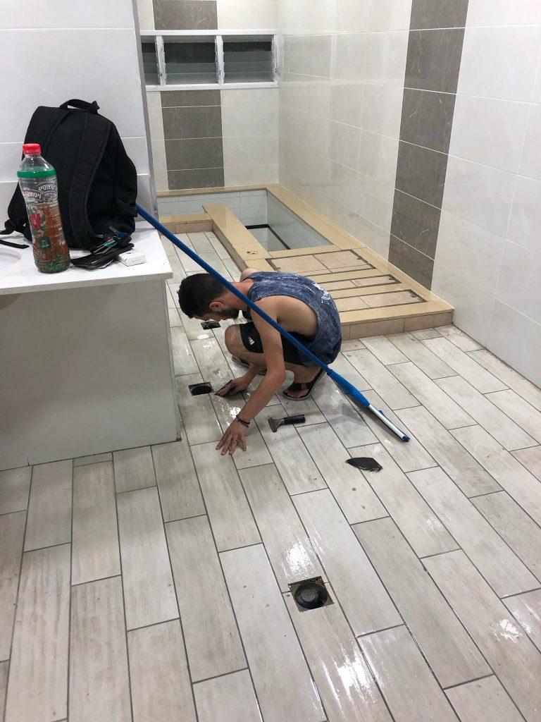 ניקוי מלא של שיפוץ אמבטיה